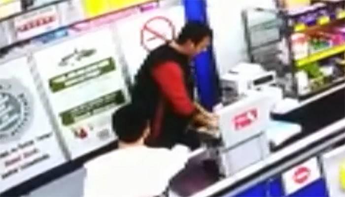 Silahlı market soyguncusu yakalandı! (VİDEO)