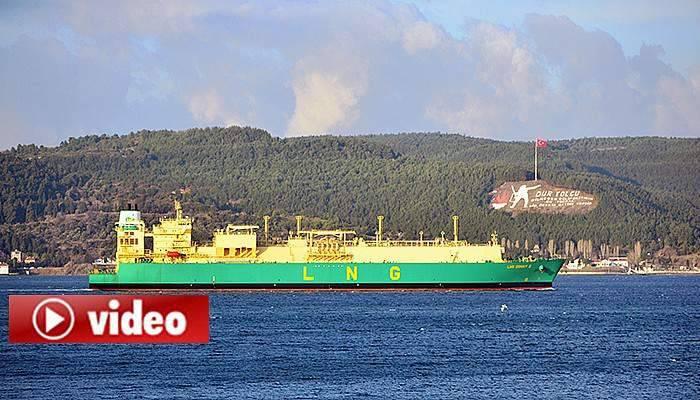 Doğalgaz tankeri Çanakkale Boğazı'nı kapattı (VİDEO)