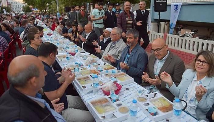 Çanakkale Belediyesi'nin mahalle iftarları başladı
