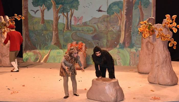 Çan'da çocuklar hafta sonunu tiyatroda eğlenerek geçirdi