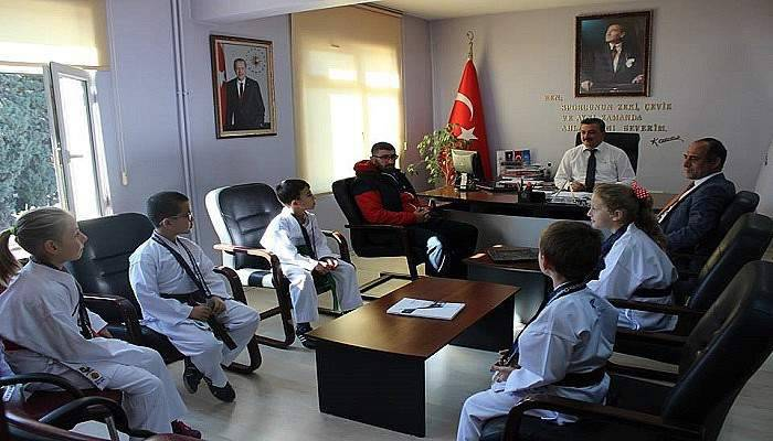 Başarılı karatecilerden İl Müdürü Nüammer Uslu'ya ziyaret