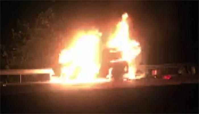 Otomobil alev alev yandı (VİDEO)