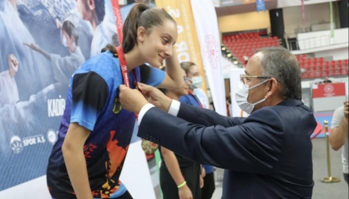 Kayseri'deki Karate Şampiyonasına Çanakkaleli Sporcular Damga Vurdu