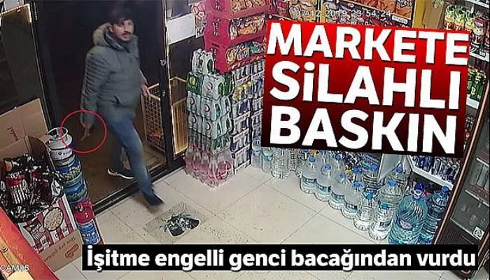 Siparişi gelmeyen şahsın silahla marketi bastığı anlar kamerada