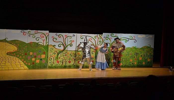 """""""Oz Büyücüsü"""" Çocuklar İçin Sahnelendi"""