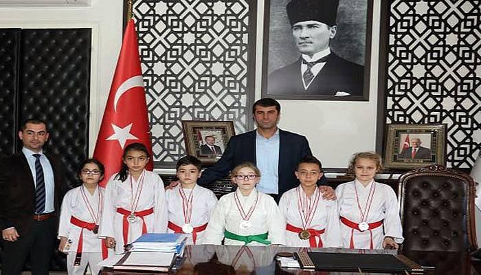Başarılı öğrencilerden Başkan Arslan'a ziyaret