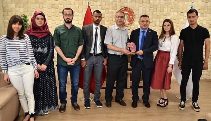 Uluslararası Öğrenci Derneğinden Rektör Acer'e Ziyaret