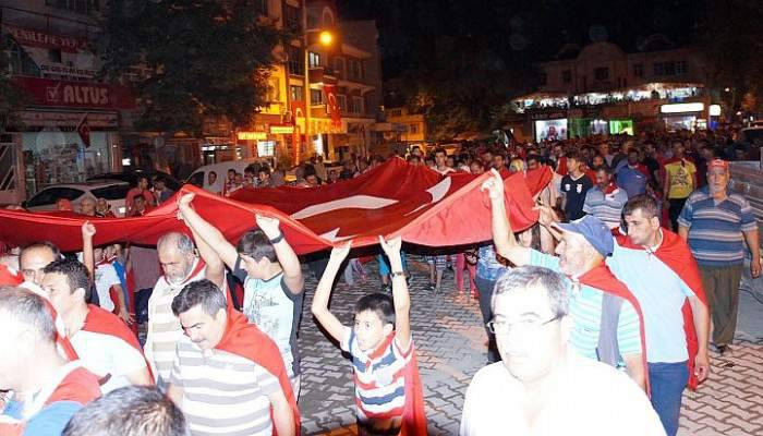Lapseki'de demokrasi nöbeti devam ediyor