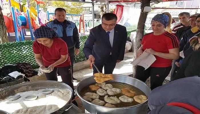 Başkan Öz, kandilde ikramda bulundu, mezarlıkları ziyaret etti