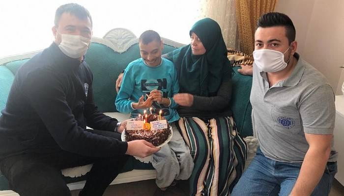 Engelli Gence Vefa Ekiplerinden Doğum Günü Sürprizi