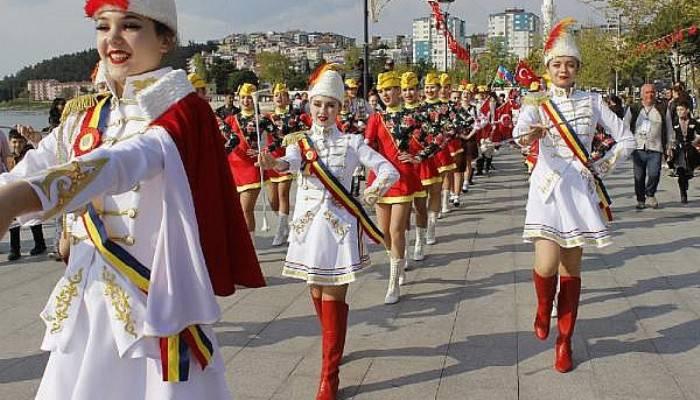 Uluslararası Troya Çocuk Halk Dansları Festivali başladı