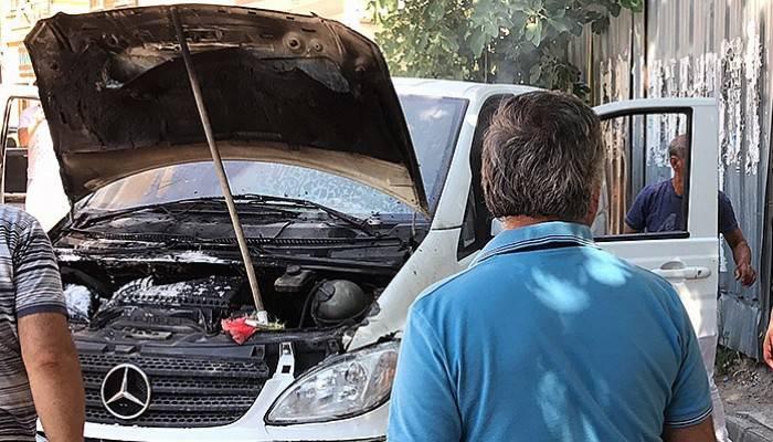 Seyir halindeki araç alev aldı (VİDEO)