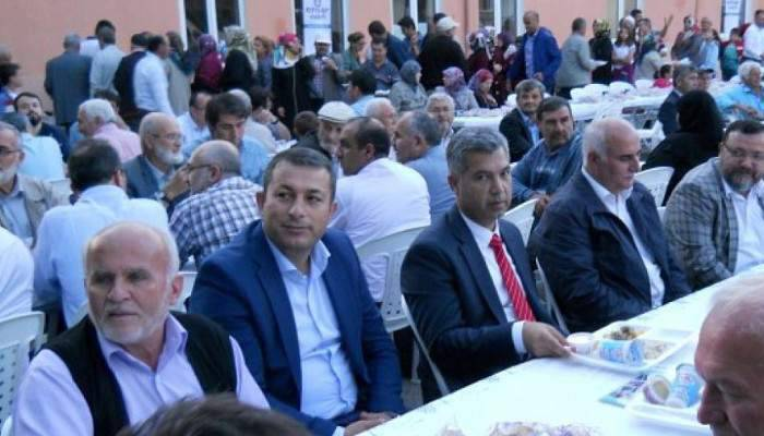 VALİ ERKAL LAPSEKİ'DE İFTAR PROGRAMINA KATILDI
