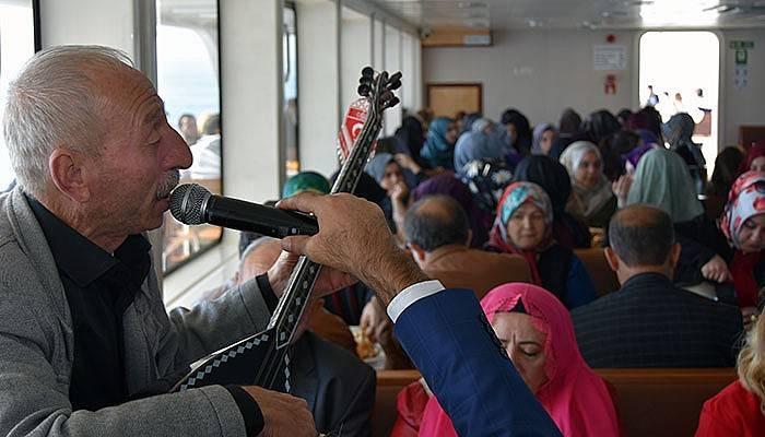 Şair ve ozanlardan Çanakkale Boğazı turunda şiir ziyafeti (VİDEO)