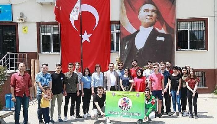 Üniversite öğrencileri,Osmangazi İlkokulu'nu renklendirdi