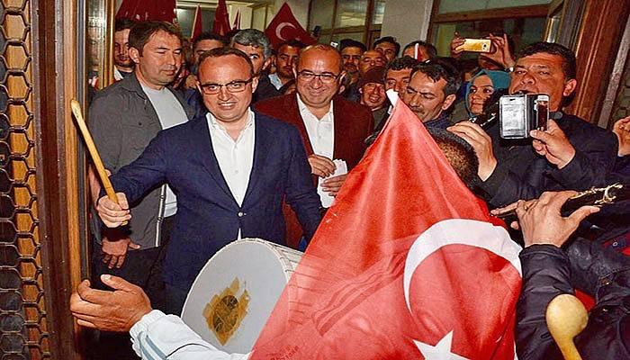 """""""EVET DİYEN DE HAYIR DİYEN DE KAZANMIŞTIR"""" (VİDEO)"""