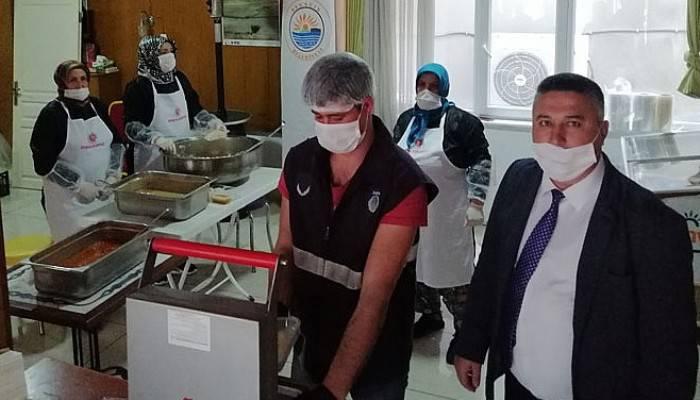 Ayvacık'ta 500 kişiye 2 öğün yemek dağıtılıyor
