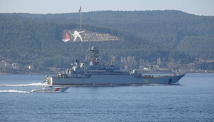 Rus savaş gemisi 'Azov', Çanakkale Boğazı'ndan geçti (VİDEO)
