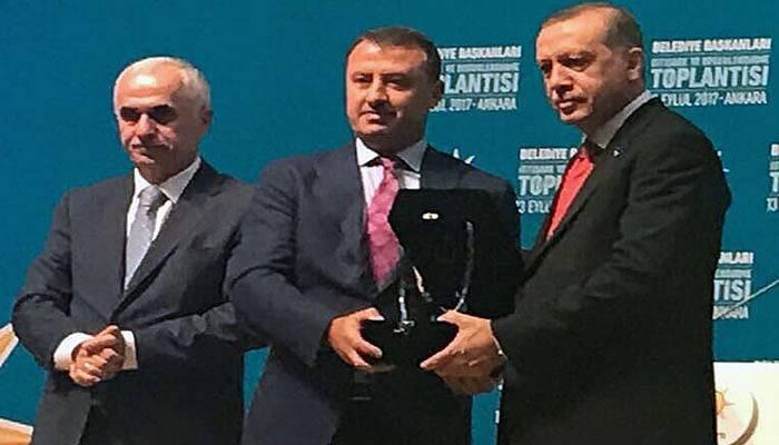Başkan Pastırmacı ödülünü Cumhurbaşkanı Erdoğan'dan aldı (VİDEO)