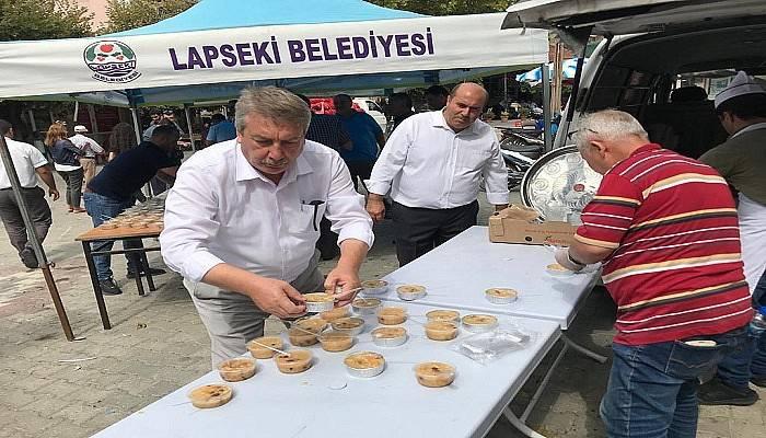 MHP'liler Lapseki'de aşure dağıttı