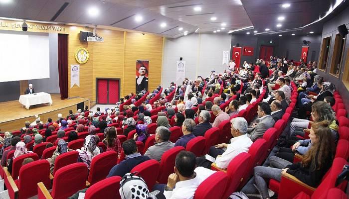 İzmir Katip Çelebi Üniversitesi Rektörü Çanakkale'de Konferans Verdi