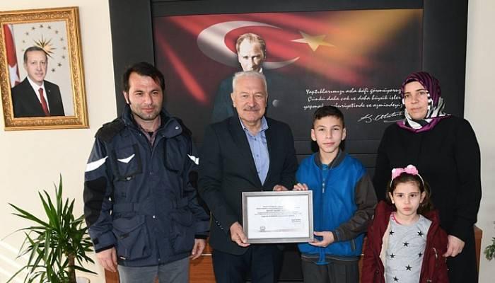 Depremzedelere bağış yapan Ahmet'e teşekkür (VİDEO)