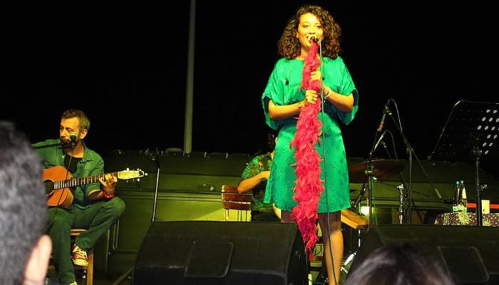 Gökçeada'da Melike Şahin'den performans
