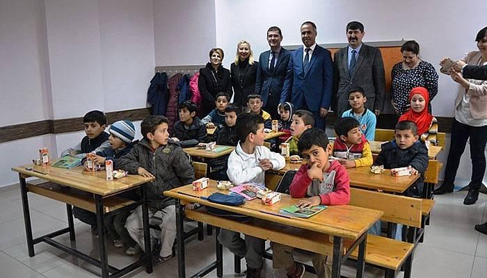 Biga'da Suriyeli çocuklar için sınıf açıldı (VİDEO)