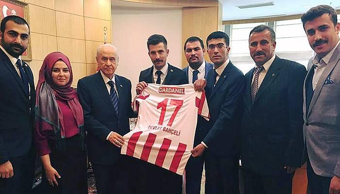 MHP Lideri Bahçeli'ye Dardanelspor Forması