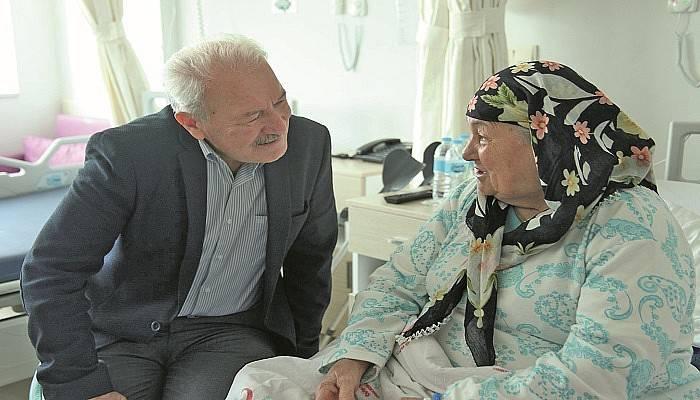 Başkan Yılmaz Hastanede Vatandaşları Ziyaret Etti