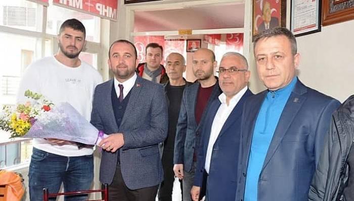 AK PARTİ'DEN MHP'YE HAYIRLI OLSUN ZİYARETİ