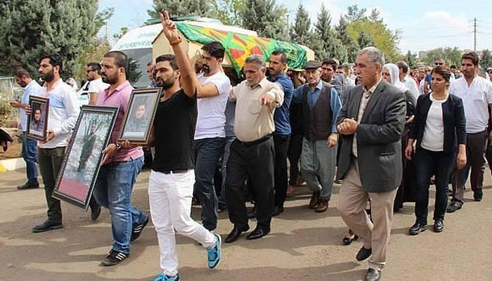 HDP'li vekiller, teröristin cenazesine katıldı