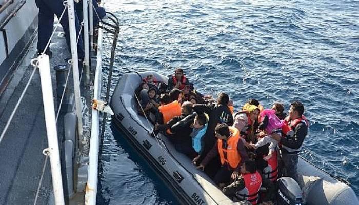 Lastik bot içinde 41'i çocuk, 71 kaçak göçmen yakalandı