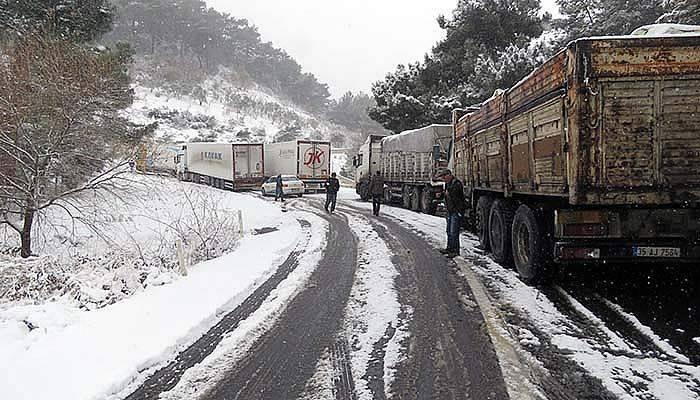 Çanakkale - İzmir karayolu trafiğe kapandı