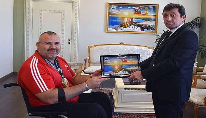 Vali Orhan Tavlı'dan şampiyona tebrik