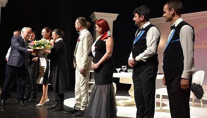 'Akşam Yemeği' Tiyatrosu Peş Peşe İki Gün Sahnelendi