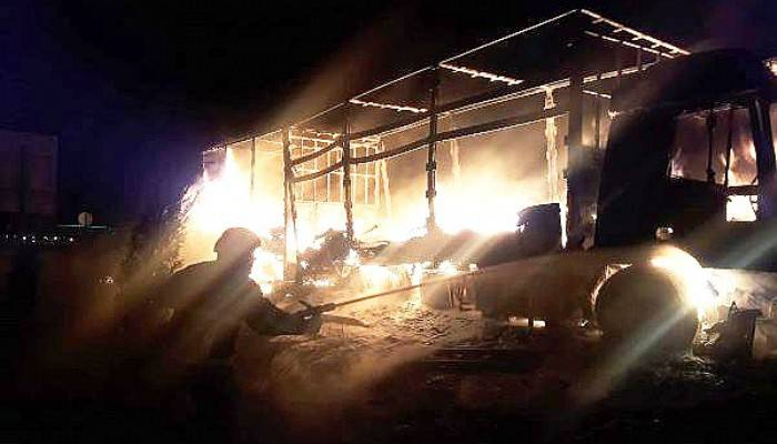 Gelibolu'da oyuncak yüklü TIR yandı