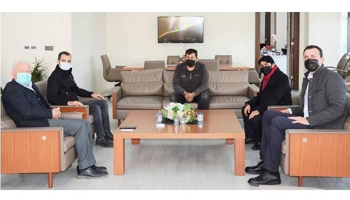 Deva partisi ilçe yönetimi Başkan Yılmaz'ı makamında ziyaret etti