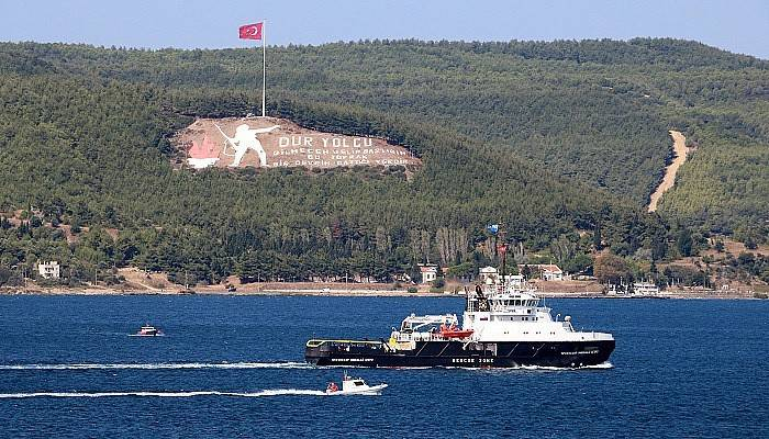 Rus askeri gemisi Çanakkale Boğazı'ndan geçti (VİDEO)
