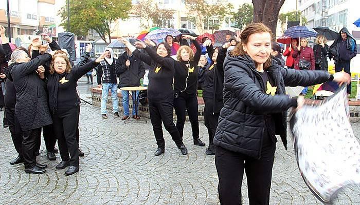Kadınlar Günü'nü yağmur altında kutladılar (VİDEO)