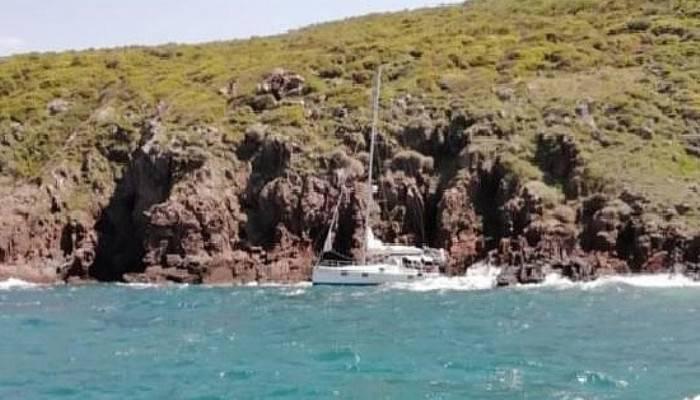 Dalgalar nedeniyle karaya oturan teknenin imdadına sahil güvenlik yetişti