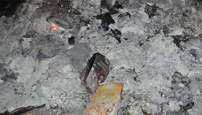 FETÖ'nün yüzlerce kitabı ormanlık alanda ateşe verildi