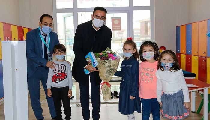 Çocukların ilk kitapları başkan Erdoğan'dan (VİDEO)