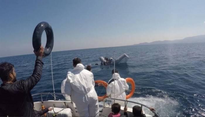 Lastik botları batan 40 kaçak göçmen, Türk Sahil Güvenlik ekiplerince kurtarıldı (VİDEO)
