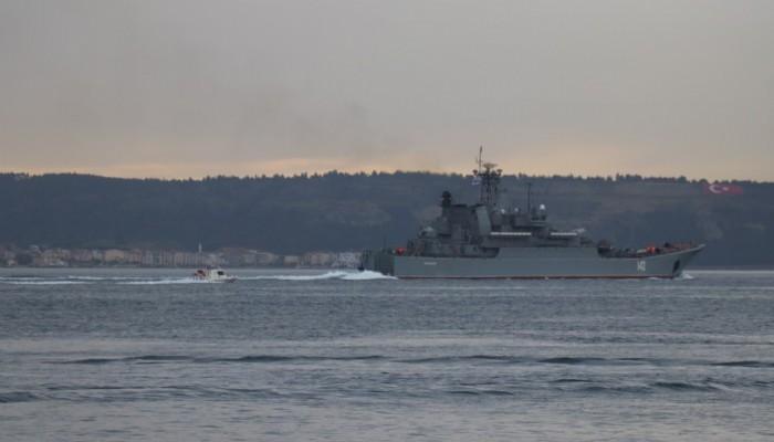 Rus ve İngiliz savaş gemileri peş peşe Çanakkale Boğazı'ndan geçti(VİDEO)