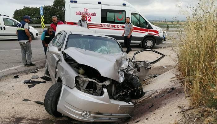 Traktörle otomobil çarpıştı: 2 yaralı (VİDEO)