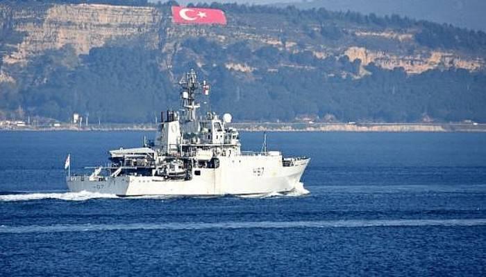 İngiliz savaş gemisi,Çanakkale Boğazı'ndan geçti (VİDEO)