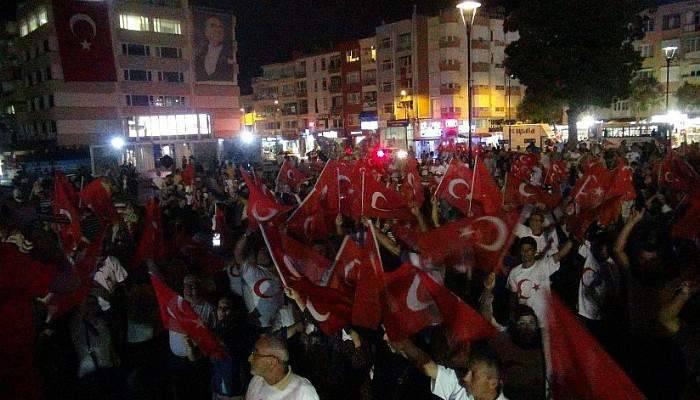 Çanakkale'de demokrasi nöbeti sürüyor