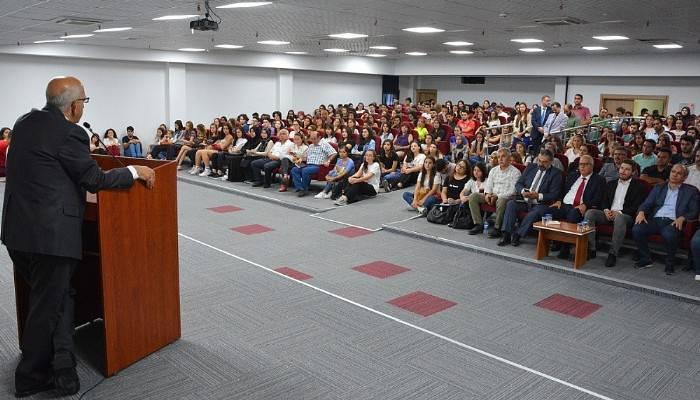 Rektör Prof. Dr. Sedat Murat, birinci sınıf öğrencileri ile buluştu