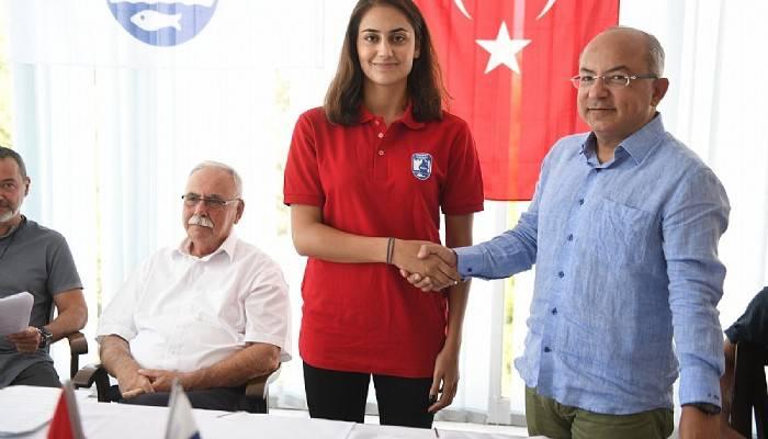 Belediyespor Bayan Voleybol Takımında Toplu İmzalar Atıldı